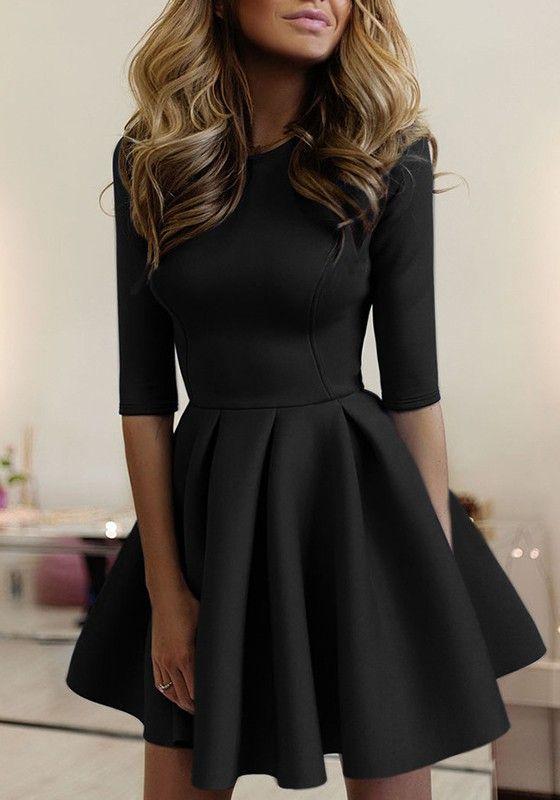 Schwarzes, schlichtes, plissiertes Minikleid mit rundem Ausschnitt – Cloths