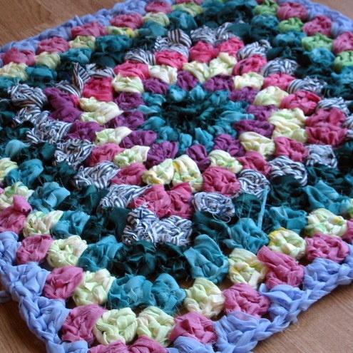 Crochet Granny Square Rug Patterns : Shabby Chic Vintage Style Granny Square Rag Rug Crochet ...