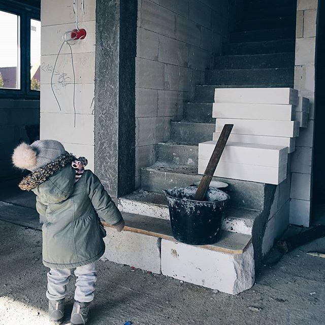 A na blogu NOWY POST - Dzieci na budowie. Zapraszamy  #rodzicewsieci #blogparentingowy #blogrodzinny #familygoals #justbaby #igkids #instagramkids #rodzicewsiecibudujadom #nabudowie #budowadomu #house #buliding #dzialka #naszemiejscenaziemi #domiogrod #budujemynowydom #budujemydom #budujemysie #naszdom #archon #domwzdrojowkach