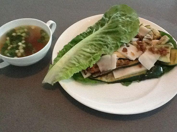 Lunch: Misosoep en slasandwich  courgette, geitenkaas, vijgenspread