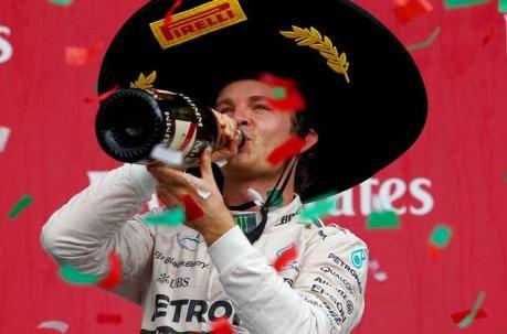 Nico Rosberg  celebra en el podio de  del  Grand Prix de México en el autódromo  Hermanos Rodríguez. Foto:    Mark Thompson/ AFP