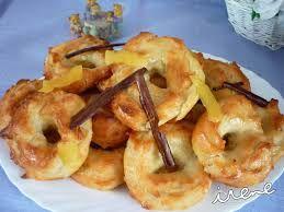 Almojábanas.......Participa de la gastronomía de huerta de la zona, siendo típicos los siguientes platos: bacalao meneao (fundamentalmente en Navidad), belitreras, arroz con costra, cocido con pelotas, arroz de los tres puñaos, gachas con arrope (por Todos los Santos), almojábenas, tortas de calabaza con miel, pasteles de gloria y monas (los jueves de Carnaval -entre San Antón y Miércoles de Ceniza- y los lunes de Pascua). Como dulces navideños, tortas escaldás, tortas de manteca, relentaos…