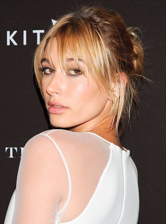 Bangs are back! Hailey Baldwin http://en.louloumagazine.com/beauty/hairstyles/bangs-are-back/ / La frange est de retour! Hailey Baldwin http://fr.louloumagazine.com/beaute/cheveux/la-frange-est-de-retour/