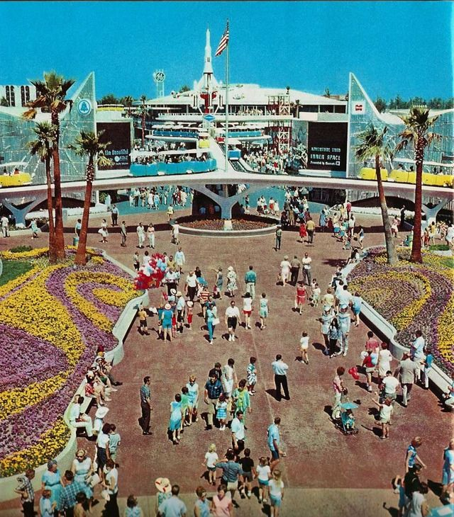 With a New Tomorrowland in 1967 came a new fresh look. The colors were that of the space age (mostly white).  Everything had a wonderful mid-century style. It was wonderland of sleek, kinetic edutainment.