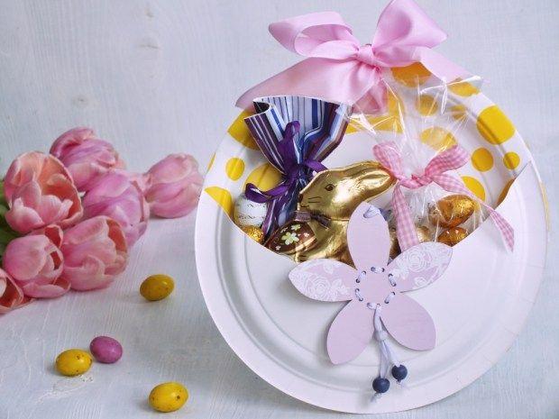 Zkuste letos vyměnit igelitové sáčky na koledu za ručně vyrobenou kapsu z papírových talířů. Její výroba není složitá a vypadá krásně.
