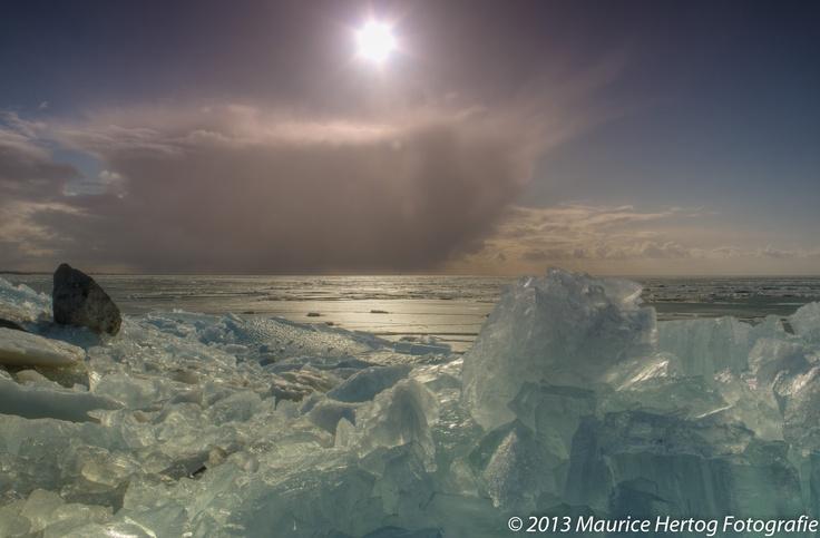 Icy coast, Markermeer (NL)  Photo © Maurice Hertog Fotografie