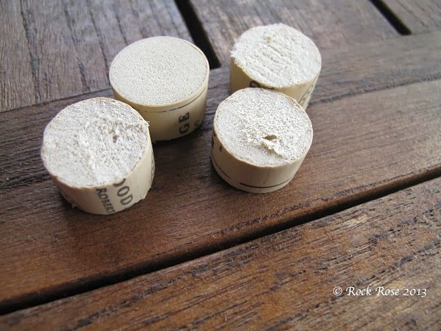 Cut corks in half and use for diy pot feet in the garden for Garden design ideas cork