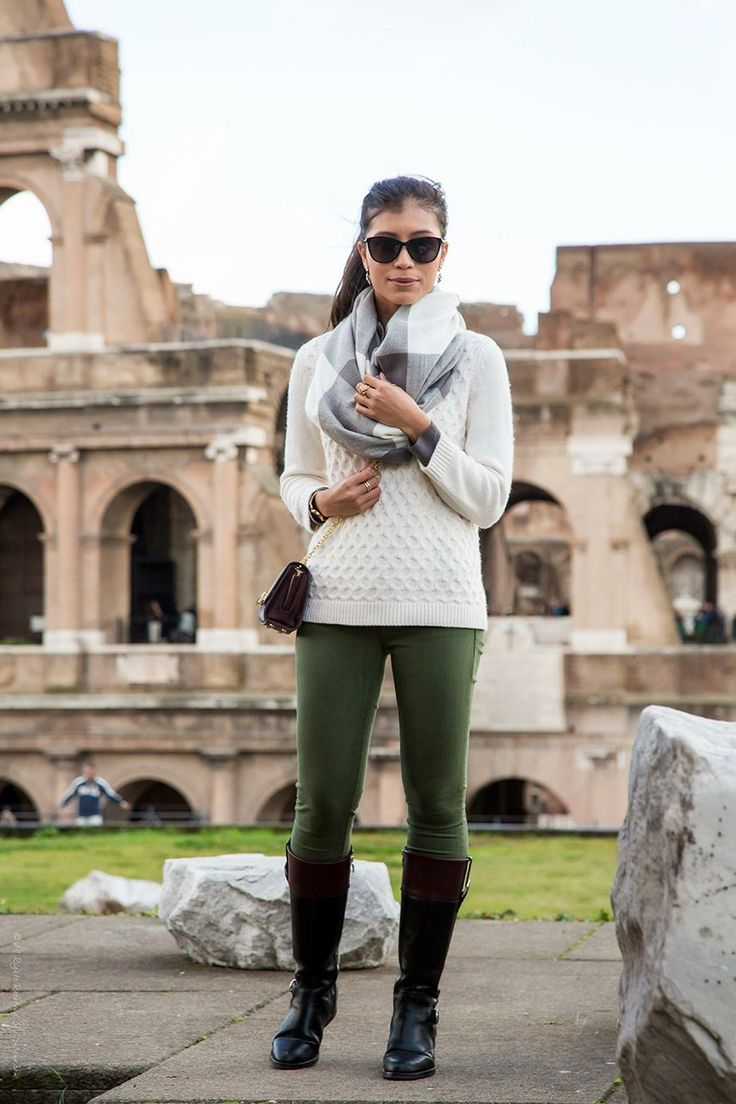 What to Wear in Italy When Sightseeing | These green pants are stylish and comfortable.