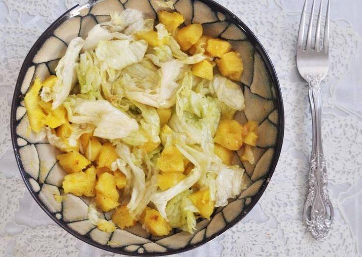 Ensalada dietética de lechuga y piña. Ensalada Agridulce ¡Fácil y rápida!