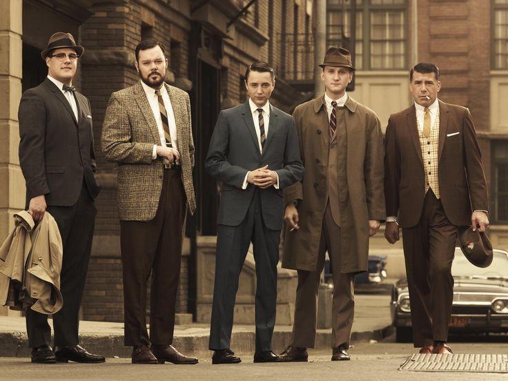 Hommes habillés à la mode de 1960