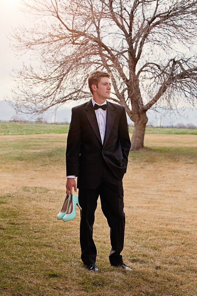 since I'm taking our prom photos, this would be great for my best friend's date! Just might have to take this with him!