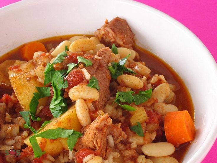1 1/2 tasse haricots romano/canneberge 2 c.à soupe huile d'olive  1 oignons, haché finement  1 c.à soupe paprika  1/4 c.à thé piment de Cayenne  4 gousses ail, haché finement  5 c.à soupe orge perlé  1 tige céleri, haché  1 2/3 tasse tomates en conserve  2 carottes, en rondelles  2 panais, en rondelles   2 pommes de terre, en tranches  1 kg cubes de boeuf à ragoût  3 1/2 tasses bouillon de boeuf 1/4 tasse riz arborio
