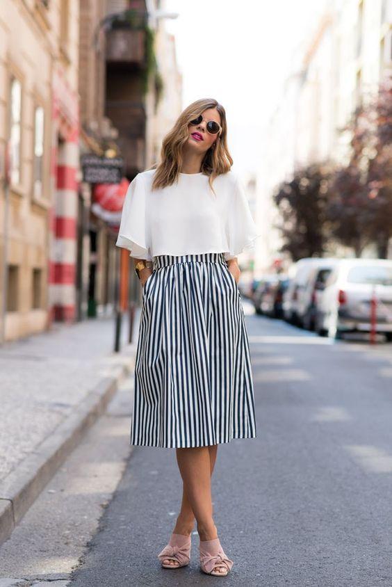 15 Coole weiße T-Shirt-Outfits für den Sommer