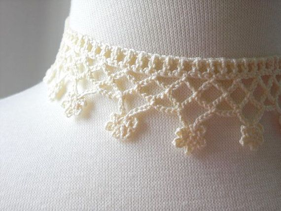 Crochet flower necklace choker / cream white by MaybeTheWhiteDog
