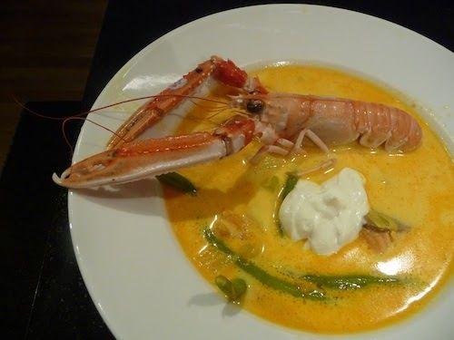 Len och ljuvlig fisksoppa med smak av bland annat saffran. Välj fisk som är fast i köttet, t ex marulk, torsk, gös, lax, hälleflundra. En kl...