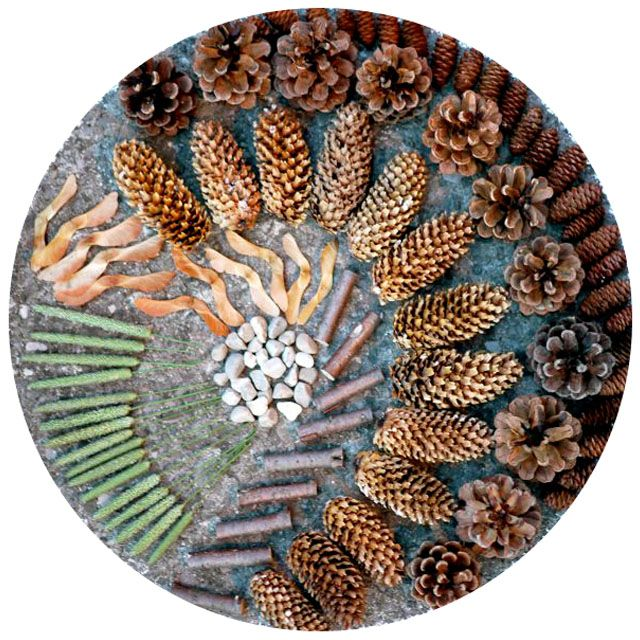 """Transient art with pebbles, pinecones & other natural materials ("""",)"""