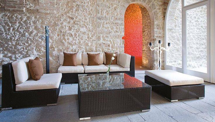 #Outdoor #salotti Collezione in fibra wicker e alluminio verniciato in tinta. Divani comodi e componibili per soddisfare le esigenze di tutti in termini di comfort e spazio.