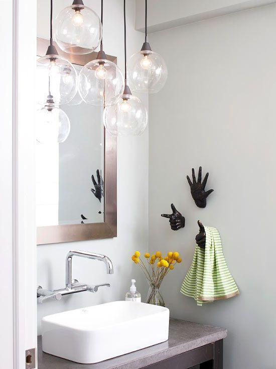 Patères originales dans la salle de bains http://www.homelisty.com/idees-originales-salle-de-bains/