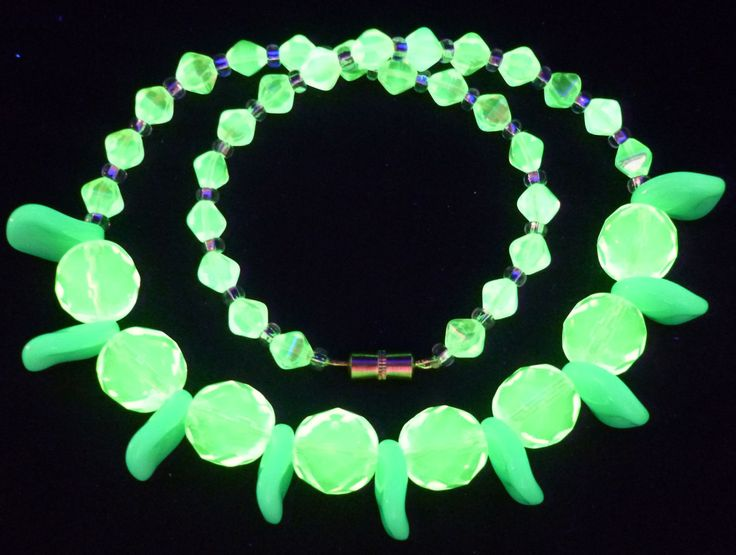 """16"""" 410mm Czech Glass Beads Beaded Necklace Uranium Green Yellow Vtg UV Glowing by MuchMoreThanButtons on Etsy"""