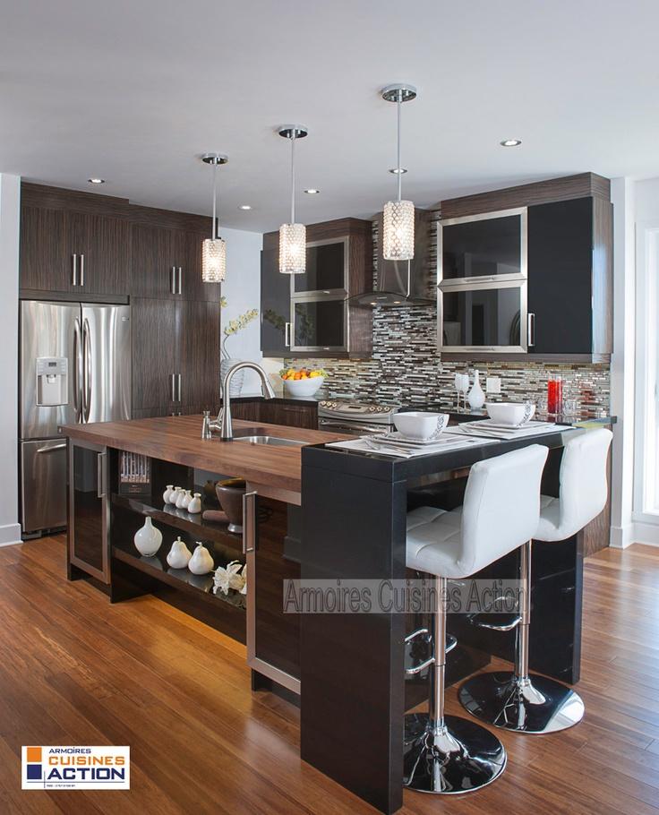 Une cuisine en placage de bois et en thermoplastique. L'union entre les 2 matériaux pour les comptoirs (quartz et bois) donne à cette cuisine l'image d'une cuisine de rêve que tout le monde voudrait.