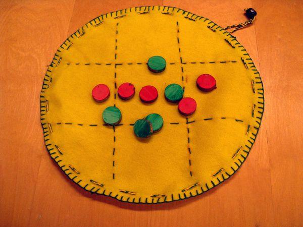 Peli, alkuopetus: ompelu, nyöri, sahaus, hiominen, puun pintakäsittely. http://www.kolumbus.fi/mm.salo/S15_Otyo11.htm