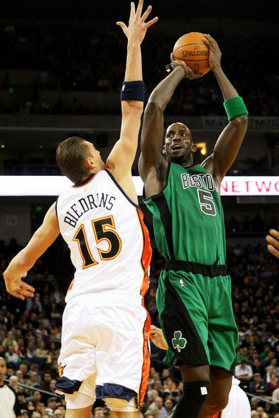 Kevin Garnett #5 of the Boston Celtics shoots over Andris Biedrins #15 of the Golden State Warriors during an NBA game at Oracle Arena on…