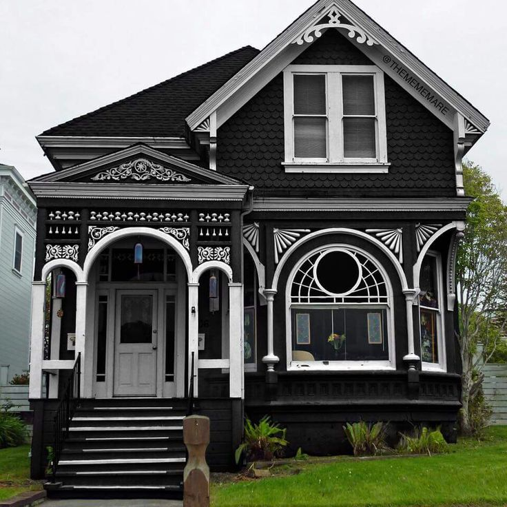 Best 25+ Gothic House Ideas On Pinterest