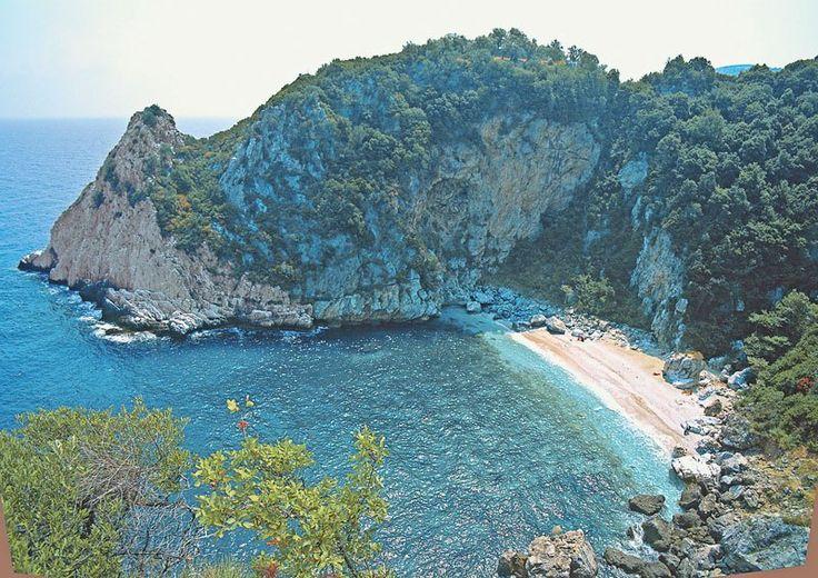 Η Βρετανική εφημερίδα Guardian ετοίμασε ένα δημοσίευμα μετις 50 καλύτερες παραλίες του κόσμου, διαχωρισμένεςστις εξής κατηγορίες:Οι πιο εντυπωσιακές, οικαλύτερες στην Ευρώπη για οικογένειες, οιομορφότερες στη Βρετανία, οιπιο κατάλληλες για όσους προτιμούν να ταξιδεύουν μόνο με ένα σακίδιο, οιάγριες και απομακρυσμένες, οιπιο κατάλληλες για σπορ, οικοντινές σε μεγάλες πόλεις. Η Φακίστρα Πηλίου, λοιπόν, βρίσκεται 7ηστη λίστα …
