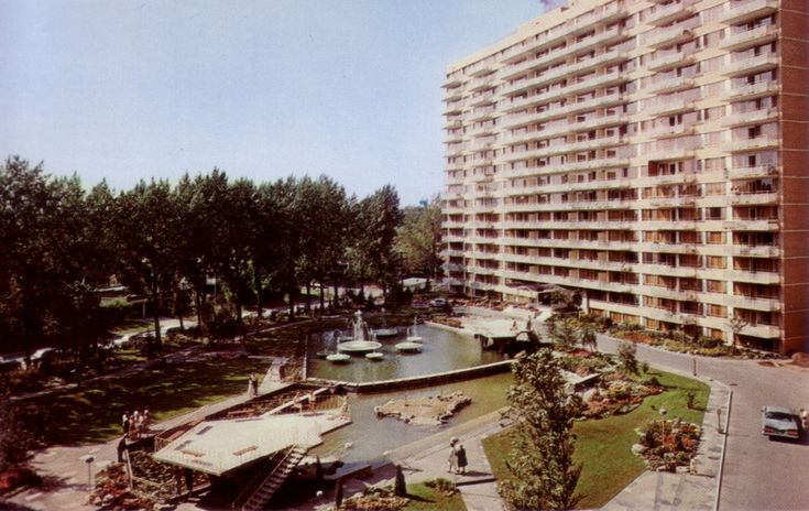 Brentwood Towers, postcard image c. 1960