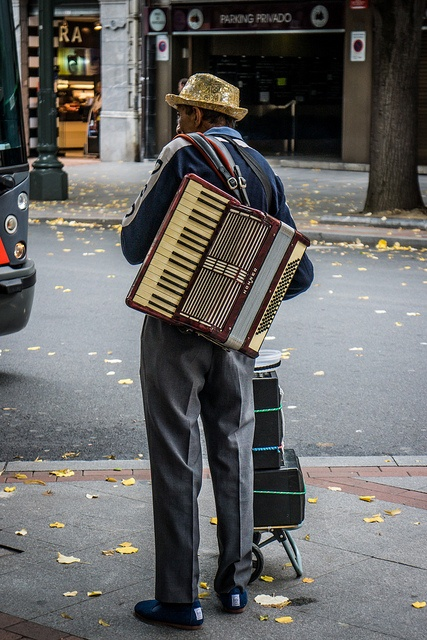 http://WhoLovesYou.ME |street musician by Grodenaue, via Flickr #streetmusician #streetperformer