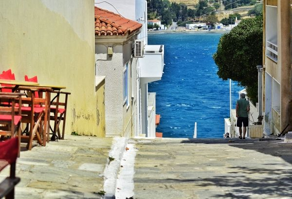 Street to the sea, Andros Town
