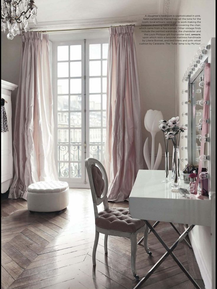 Blush curtains with Grey walls. Glamor & elegance.