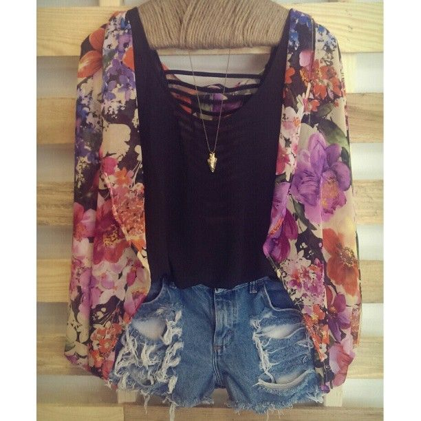 floral kimono cardigan with black tank and jean shorts with gold accessories