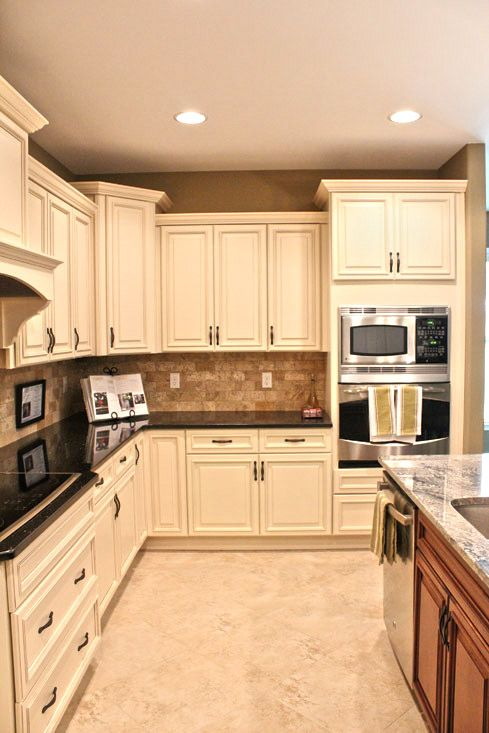 kitchen 2 cabinets 13 best images about two tone kitchens on 18087