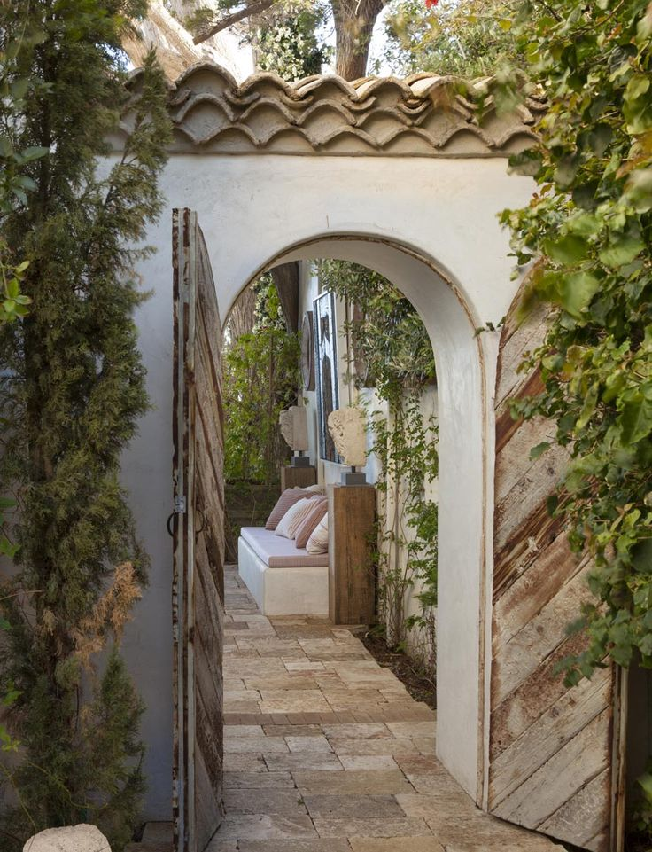 California Home of Richard shapiro - spanish style