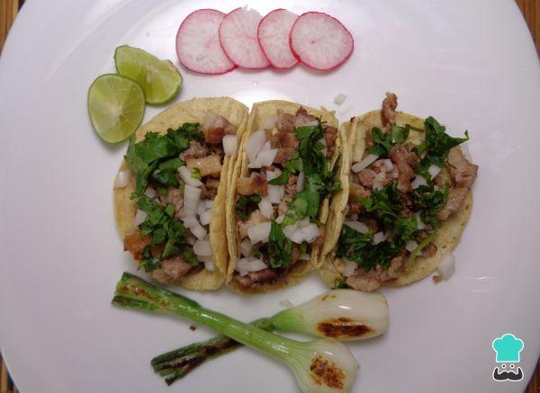 Aprende a preparar tacos de suadero con esta rica y fácil receta. En México, uno de los platillos tradicionales más populares y variados que existen son los tacos...