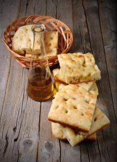 estivo è molto indicata la focaccia farcita con pomodoro e mozzarella, a mo' di panino