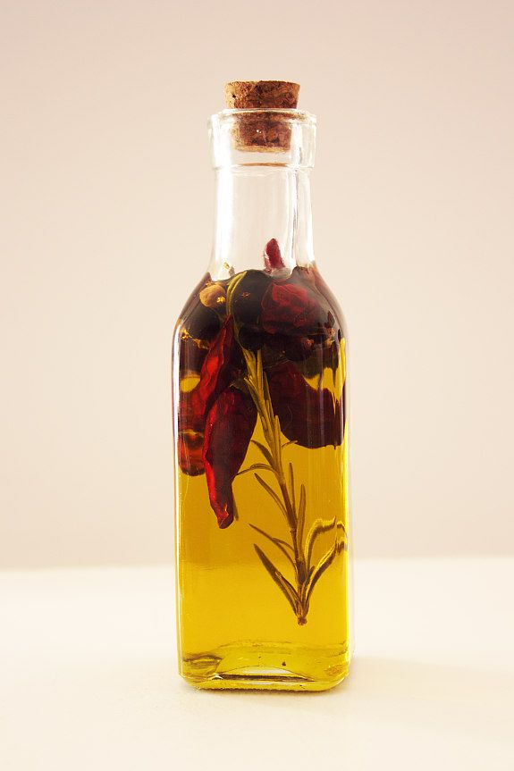 Cinco Quartos de Laranja: Azeite aromatizado com zimbro e malaguetas