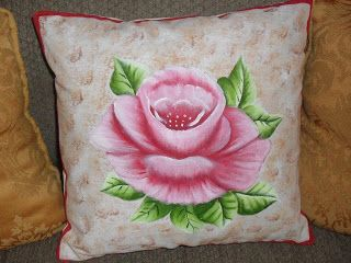 15 best cojines pintados images on pinterest cushions cushion covers and fabric painting - Cojines pintados a mano ...