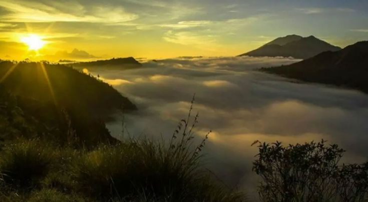 This sunrise tour we strongly recommend to you who want to see the beauty of the sunrise in Kintaman