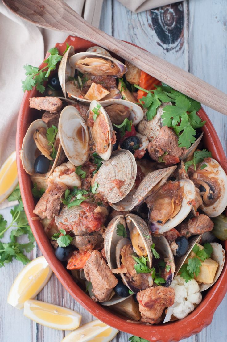 Portuguese Style Pork and Clams (Carne de Porco à Alentejana). One of the most traditional and delicious Portuguese dishes in restaurants around the world. A unique and wonderful combination of marinated pork and clams. #portuguese