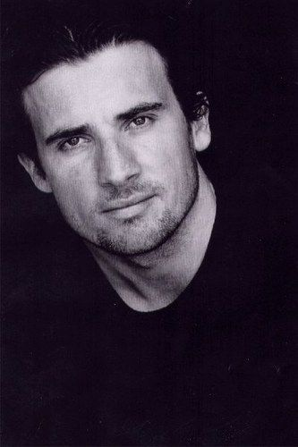 Dominic PURCELL... With hair!!
