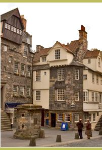 John Knox House Museum on the Royal Mile in Edinburgh, Scotland. John Knox who used to live this 15th century building was leader of the Scottish Reformation and founder of the Presbyterian Church