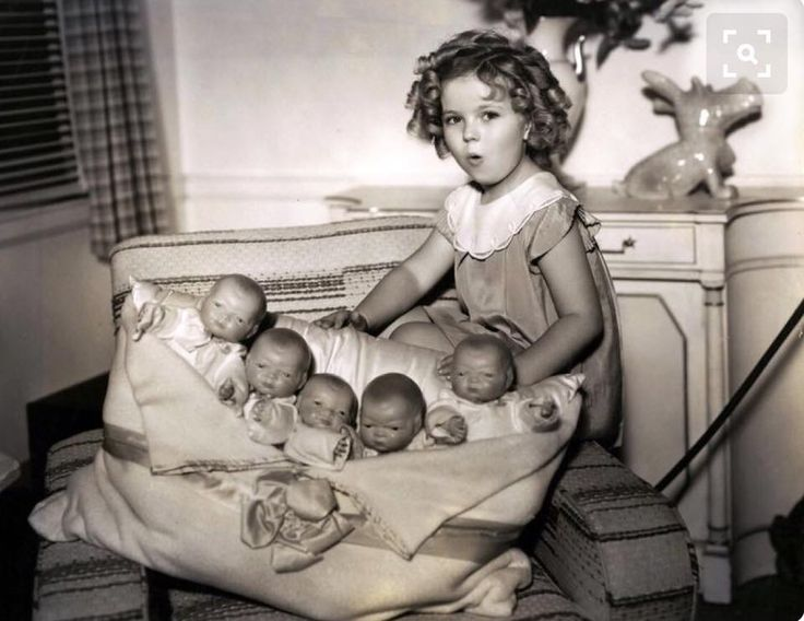 Shirley Temple and all her dolls.