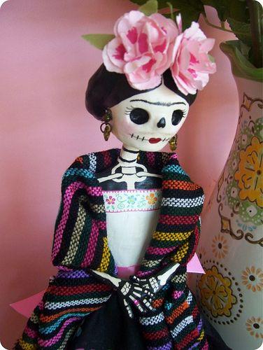 Frida Kahlo hecha Catrina en papel mache.