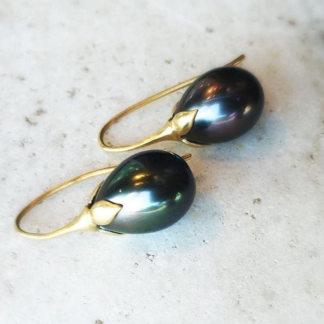 Tahitian Pearl eggplant earrings by Gabriella Kiss.