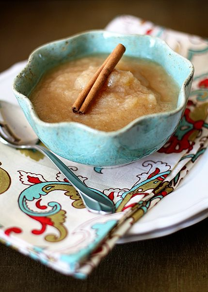 A simple sugar-free homemade pearsauce recipe. It's like applesauce, but with pears. Flavored with cinnamon, cardamom, and nutmeg. Great for baby food too.