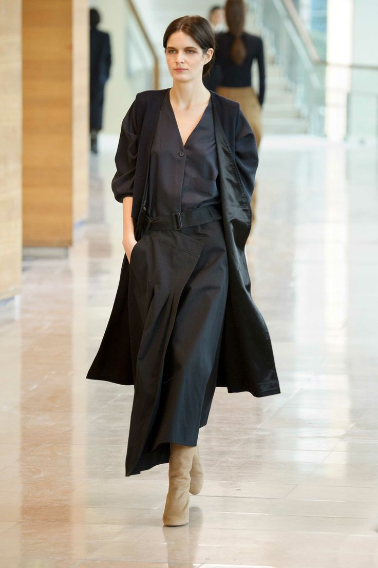 9. Sleeveless dress in virgin wool and cashmere / V-neck shirt in washed silk / Wrapover skirt in water repellent cotton bachette / Boots in calf leather