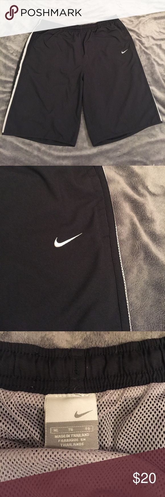 Men's Nike swim trunks. Size XL Nice Nike swim trunks with pockets a drawstring and a back pocket. Like new. Nike Swim Swim Trunks