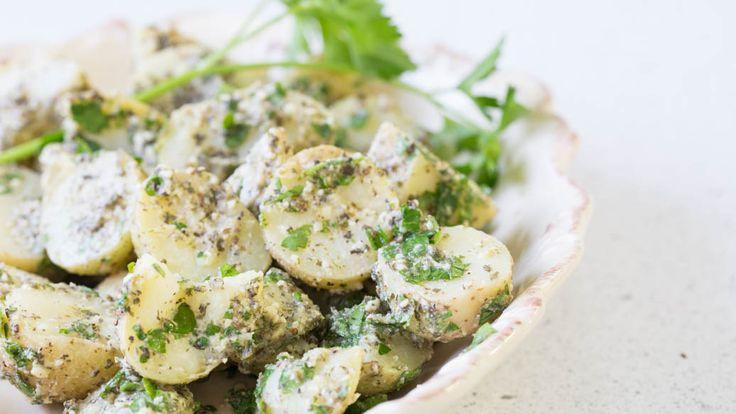 Salade de pommes de terre chaude au pesto